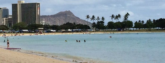 Ala Moana Beach is one of Locais curtidos por Karla.