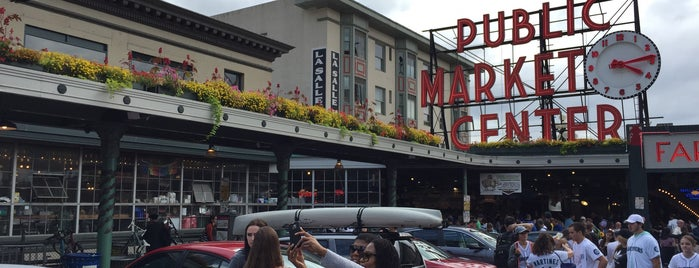 Pike Place Market is one of Locais curtidos por Kirill.