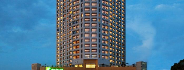 Holiday Inn is one of Tempat yang Disukai Matt.