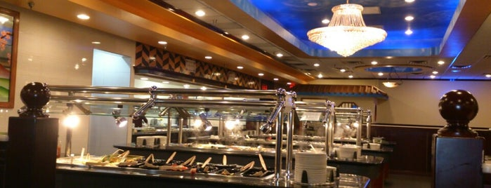 New Dynasty Buffet is one of Locais curtidos por Aaron.