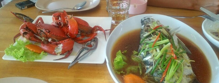 Mook Dee Seafood is one of Rafael 님이 저장한 장소.