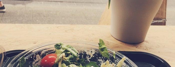 RAW Salad Company is one of Phil'in Kaydettiği Mekanlar.