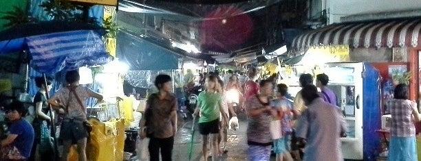 ตลาดน้อย อาหารเจ is one of สถานที่ที่ Torzin S ถูกใจ.