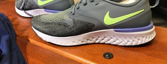 Nike is one of สถานที่ที่ Senem ถูกใจ.