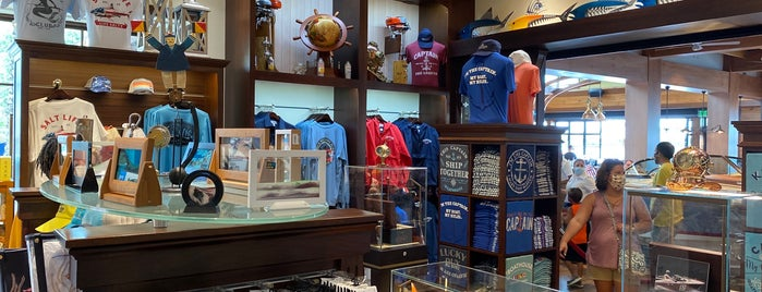 Tienda de embarcaciones en The BOATHOUSE is one of Disney October 2016.