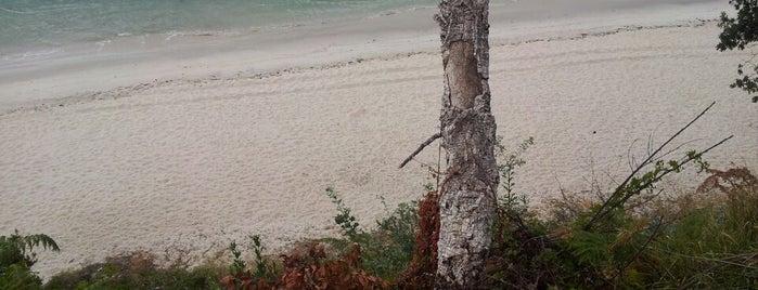 Praia dos Enamorados is one of Mis playas favoritas de las #riasbaixas.