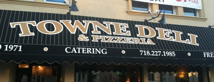 Towne Deli Pizzeria is one of Tottenville/Staten Island Top Spots.