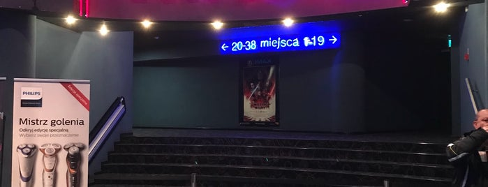 IMAX is one of Lugares favoritos de Elena.