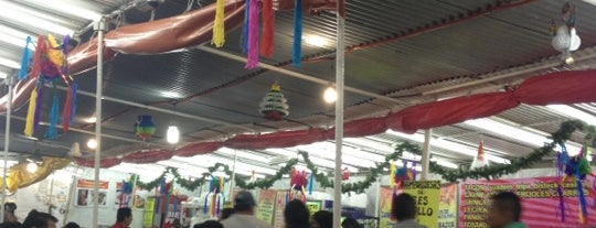 Mercado Moctezuma is one of Orte, die Mayra gefallen.