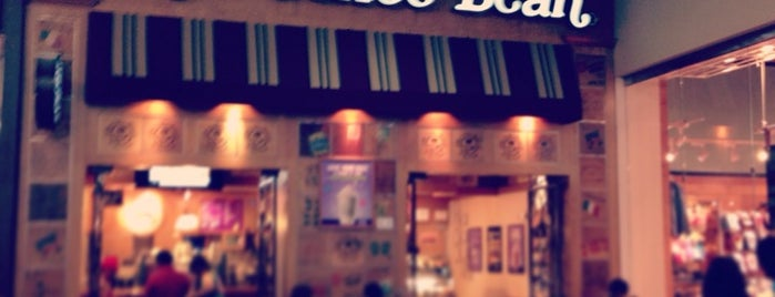 The Coffee Bean & Tea Leaf is one of J.さんのお気に入りスポット.