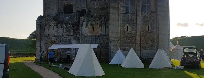 Castle Rising Castle is one of Lugares favoritos de Carl.