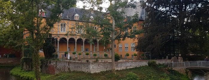 Schloss Rheydt is one of Tempat yang Disukai Dirk.