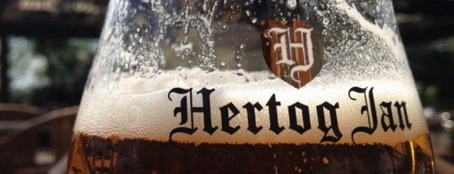 Bier- en eetcafé de Hertog Jan Proeverij is one of Jochemさんのお気に入りスポット.