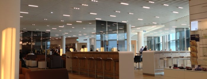 Lufthansa Senator Lounge A is one of Orte, die Mujdat gefallen.