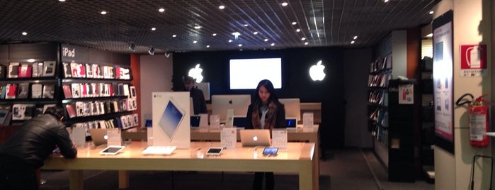 Fnac Apple Shop is one of Milano, Repubblica Italiana.