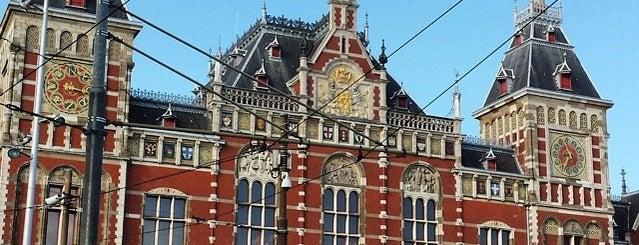 Estação Central de Amsterdãm is one of Amsterdam Favorites.