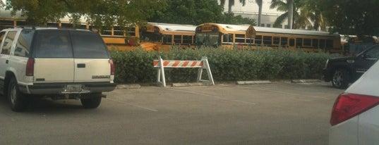 Nautilus Middle School is one of Orte, die Virginia gefallen.