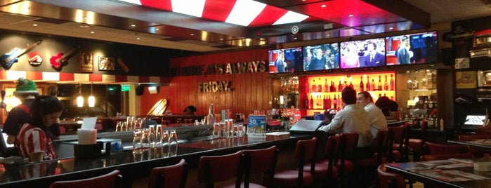 T.G.I. Friday's is one of Restaurantes & Bares.