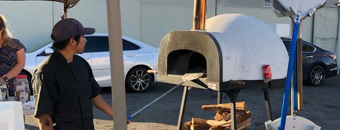 Elio's Wood-fire Pizza is one of Lieux qui ont plu à Reyner.