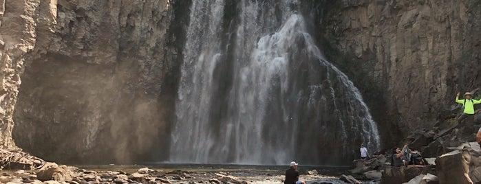 Rainbow Falls is one of Lugares favoritos de JW 🙌.