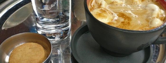 Coffee Sapiens is one of Locais curtidos por Tarek.