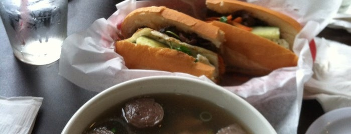 Simply Pho is one of Lugares favoritos de Alex.