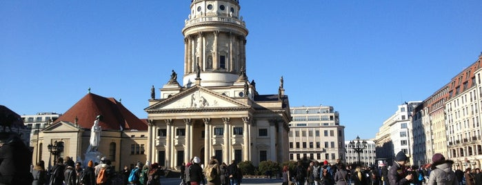 Gendarmenmarkt is one of Lugares favoritos de Tino.