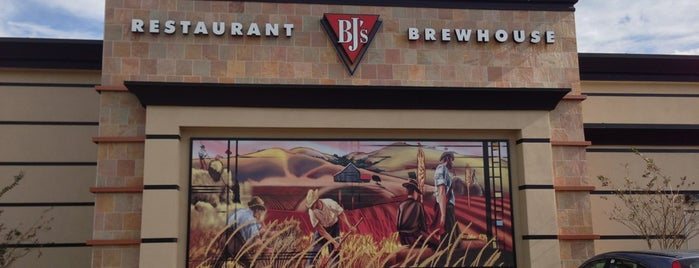 BJ's Restaurant & Brewhouse is one of Locais salvos de Ed.