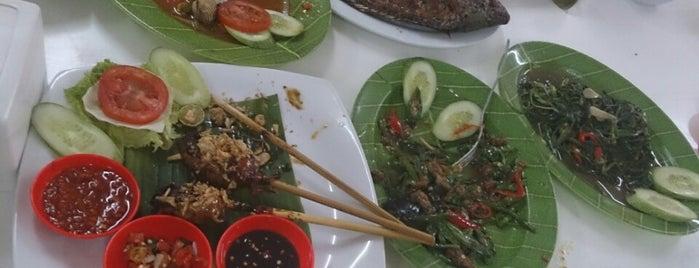 Ikan Bakar Pak Chi Met is one of Bandung ♥.