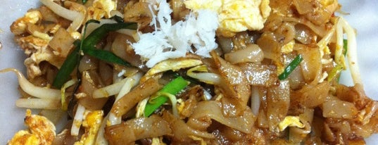Lam Heng Cafe (姐妹炒粿条 Sister's Char Koay Teow) is one of Penang by T+LW.