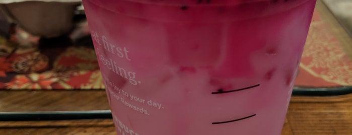 Starbucks is one of Lugares favoritos de Freddy.