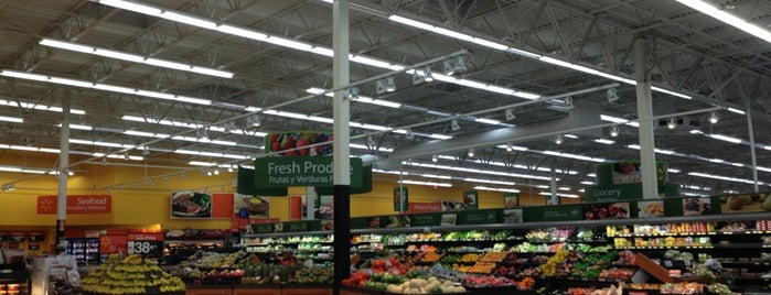 Walmart Supercenter is one of Locais curtidos por Elle.