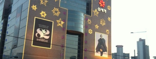 SHINSEGAE Department Store is one of Posti salvati di Orietta.