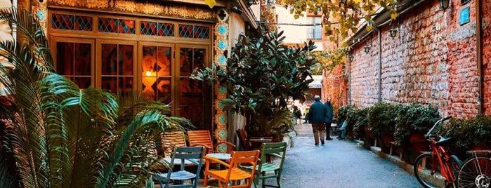 Karaköy Sokak is one of R. Gizem'in Beğendiği Mekanlar.