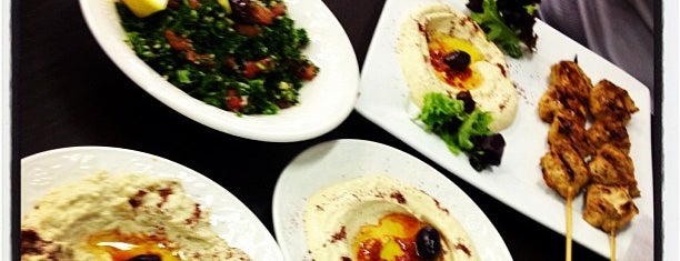 Cleo Mediterranean Cuisine & Convenience is one of Lugares favoritos de Manny.