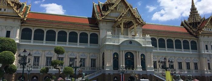 Chakri Maha Prasat Throne Hall is one of Vladimir'in Kaydettiği Mekanlar.