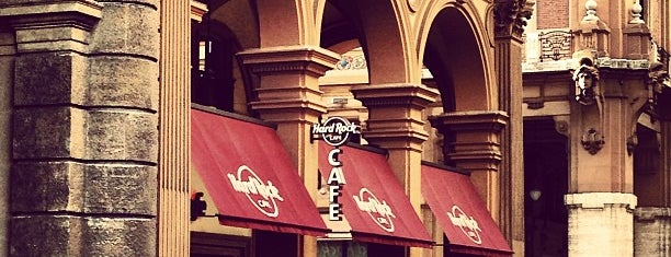 Hard Rock Cafe Florence is one of Lugares guardados de Cagla.