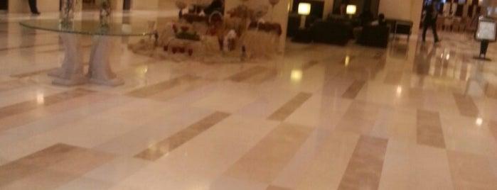 Parsian Azadi Hotel | هتل پارسیان آزادی is one of Hotels.