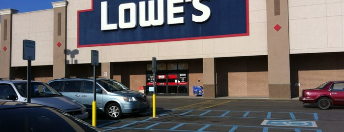 Lowe's is one of Lieux qui ont plu à ⓖregglesMI.