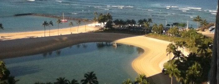 Ilikai Hotel & Luxury Suites is one of Lidija'nın Beğendiği Mekanlar.