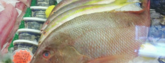 New England Fish Market & Restaurant is one of Tempat yang Disukai Sharon.