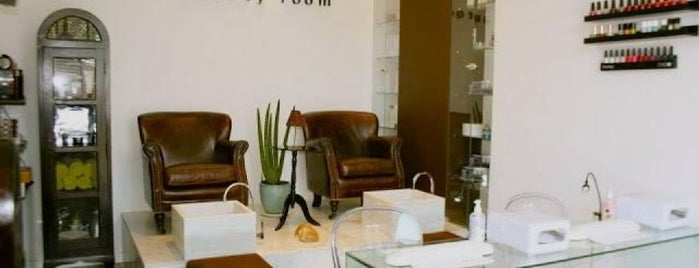 MIMAthé Beauty Room is one of MADRID Manicura.