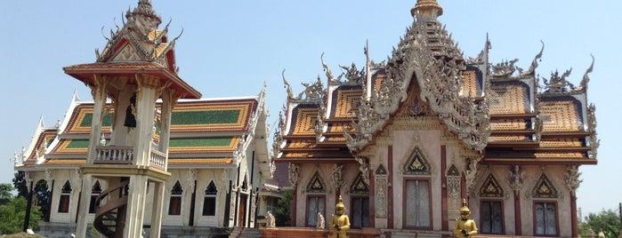 วัดศีรษะทอง (วัดพระราหู) Wat Sisa Thong is one of Mustafaさんの保存済みスポット.