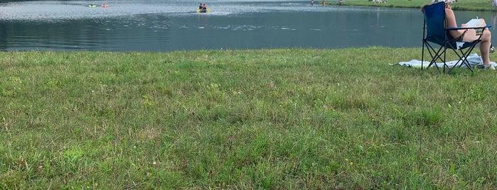 Colgate Lake is one of Orte, die Chris gefallen.
