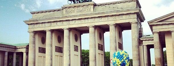 Pariser Platz is one of Berlin-Mitte.