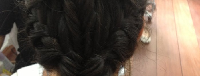 Destakk Hair is one of Lieux qui ont plu à Isa.
