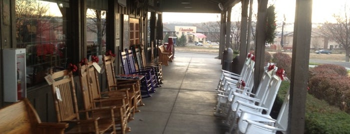 Cracker Barrel Old Country Store is one of Tempat yang Disukai Chad.