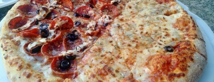 Domino's Pizza is one of Tempat yang Disukai Bruno.