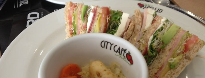 City Cafe is one of สถานที่ที่ Moramay ถูกใจ.