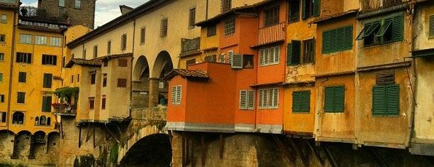 Ponte Vecchio is one of Italien.